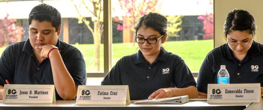 Jesus Martinez leads student Government meeting.