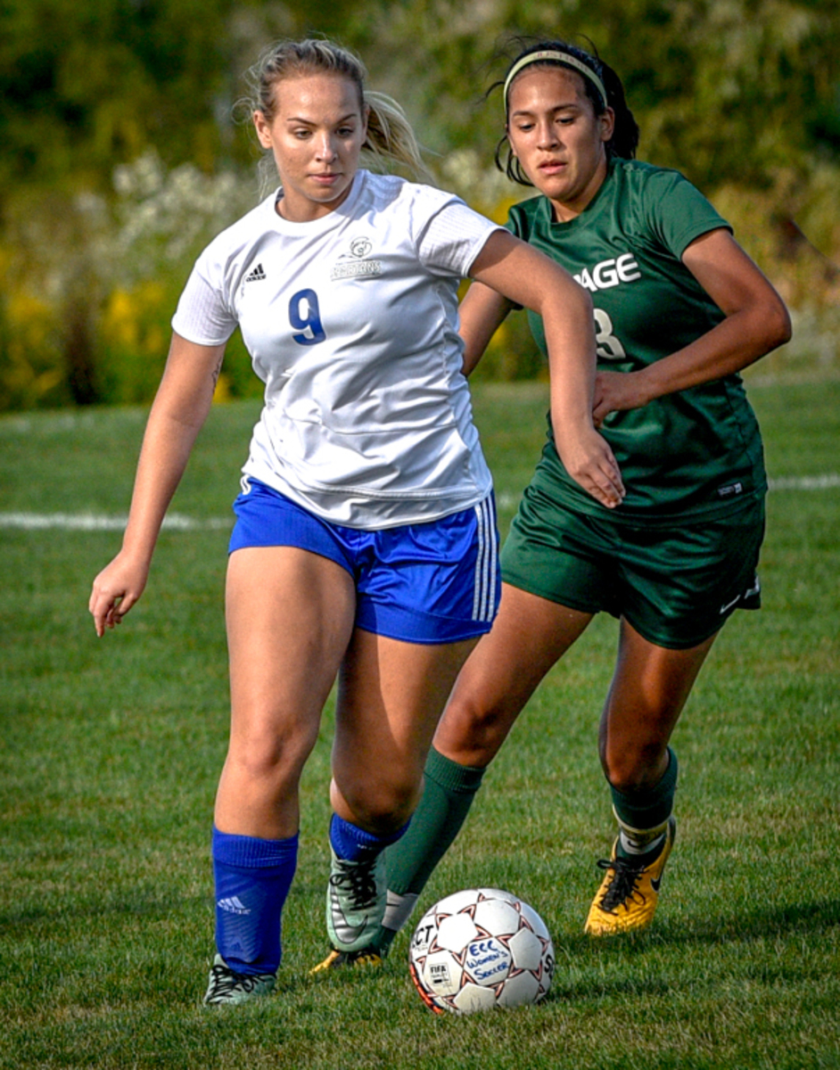 Sierra+Blazier+dribbles++past+opponent+from+College+of+Dupage+on+Sept.+18