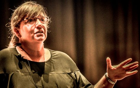 "Media Literacy Professor Julie Smith gives seminar on ""Fake News"""