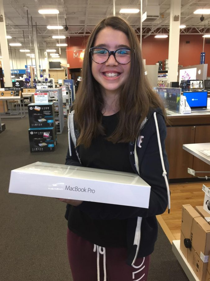 Evan+Bermont+smiling+ear+to+ear+because+she+just+got+a+MacBook+Pro.+