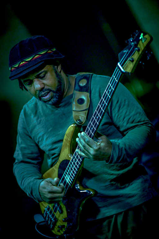 Victor+Wooten+performs+as+a+guest+instructor+for+ECC+music+students+before+before+his+April+20+sold+out+performance+at+the+Blizzard+Theater.