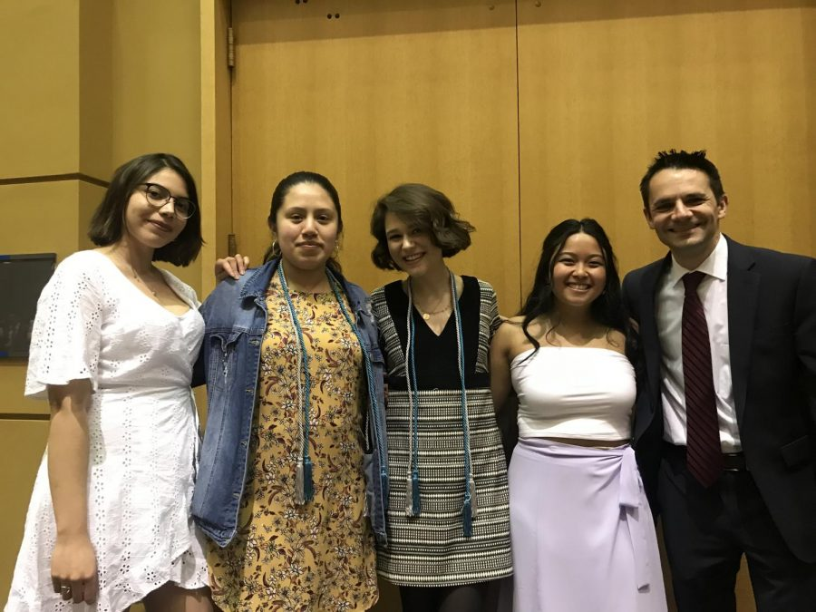 Members+of+the+Observer+staff+pose+for+a+picture+at+the+Student+Life+Leadership+Banquet.+From+left+to+right%2C+members+include%3A+Valeria+Mancera-Saavedra%2C+Luz+Silva%2C+Shealeigh+Voitl%2C+Kristen+Flojo%2C+and+Nick+Obradovich.+