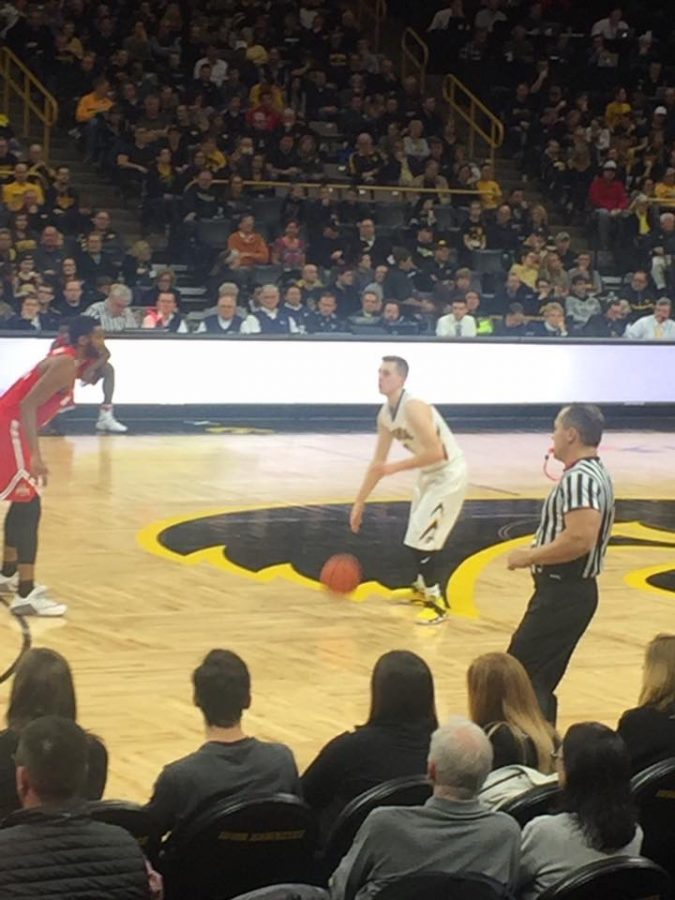 Iowa Hawkeyes Guard Jordan Bohannon looks to penatrate the lane against the Ohio State Buckeyes during their 2018 home match-up