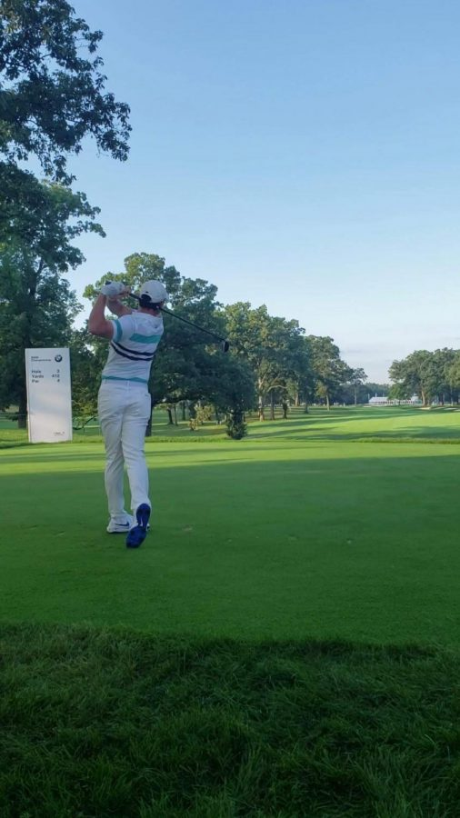Rory Mcllroy pipes 5-wood off 3-tee at Medinah Country Club
